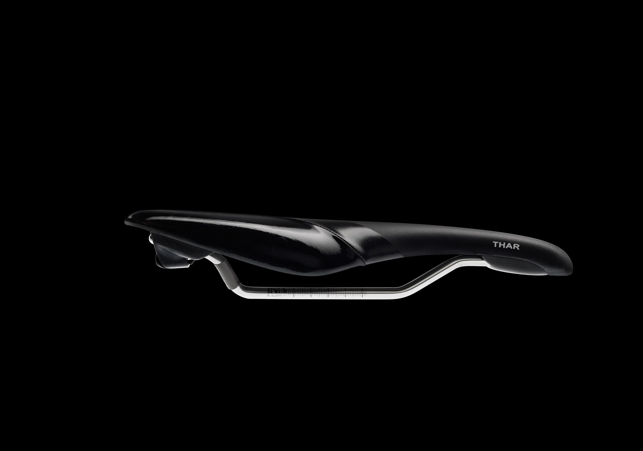 Thar-kium-black-black-front-b-7059