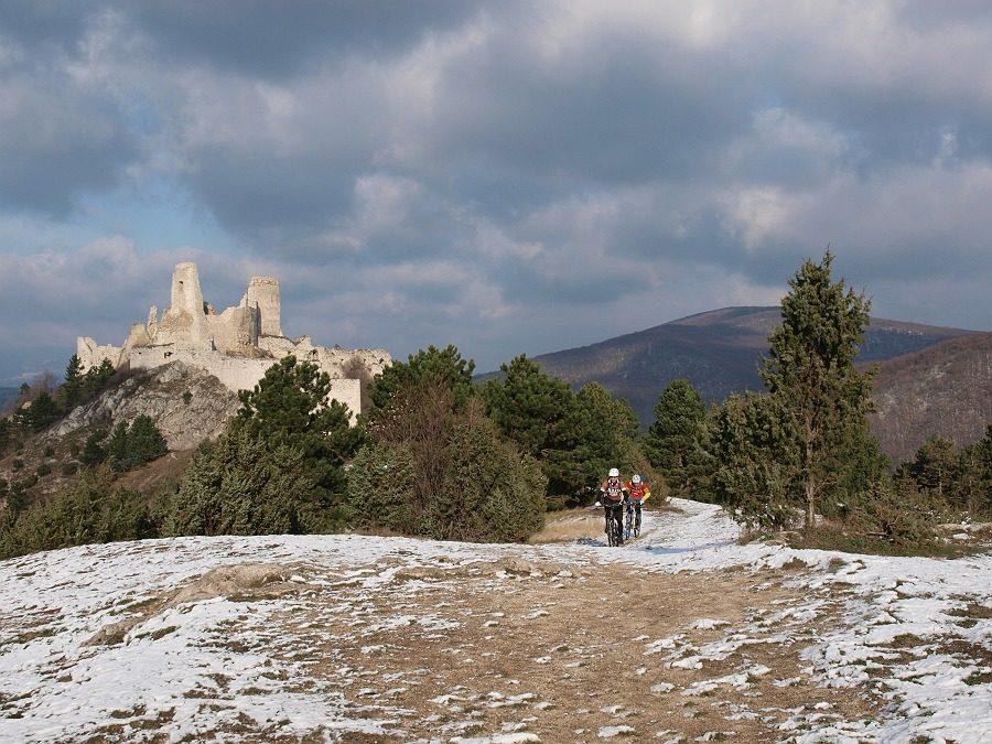 Velo 2/13 - Velo trail guide Čachtický hrad